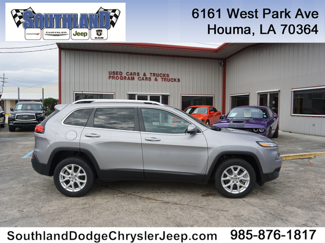 Pre-Owned 2018 Jeep Cherokee Latitude 2WD