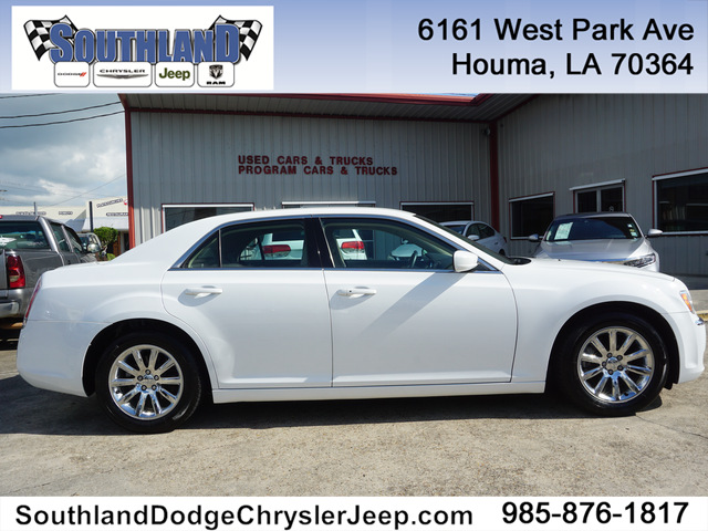 Pre-Owned 2014 Chrysler 300 RWD