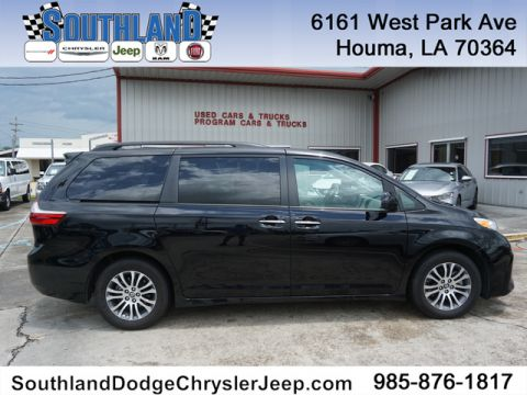 Pre-Owned 2019 Toyota Sienna XLE 8-Pass FWD